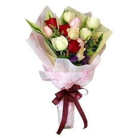 send 12 mix roses glass vase same day delivery in Kanpur