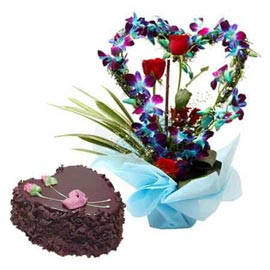 Buy online chocolate cake n mix flowers in glass vase in kanpur