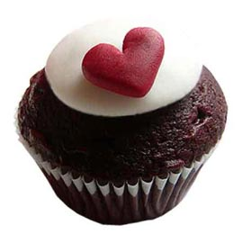 Send online chocolate heart cup cake delivery in kanpur