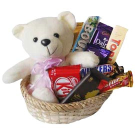 Send online cute teddy n chocolate hamper delivery in kanpur