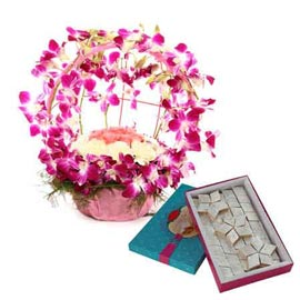 Send online mix flowers round basket n kaju katli in kanpur