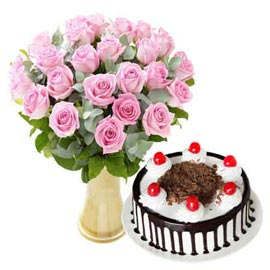 Midnight online black forest cake n pink roses in vase in kanpur