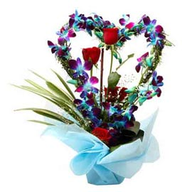 send  roses & orchids heart shape glass vase 24 hrs delivery in kanpur
