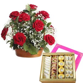 Same day online half kg  Mix kaju sweets n red roses in kanpur