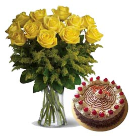 Send online Butter scotch n yellow roses in glass vase in kanpur