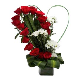 buy red roses n white carnations basket midnight delivery in kanpur