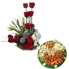Midnight online red roses basket n half kg dry fruits thali in kanpur