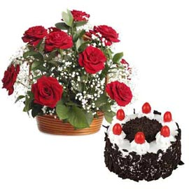 Send online black forest cake n 15 red roses basket in kanpur