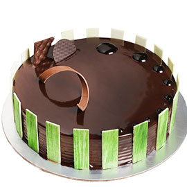 Send online choco velvet cake delivery in kanpur