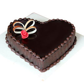 Gift half kg chocoholic heart cake online delivery @ kanpurgifts.com