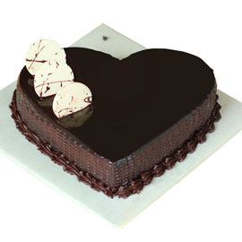 Gift half kg chocolatey love cake online delivery @ kanpurgifts.com