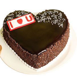 Gift half kg classic blackforest heart cake online delivery @ kanpurgifts.com