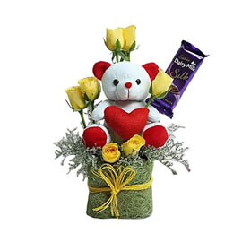 buy cute teddy combo arrangment 24 hrs delivery in Kanpur