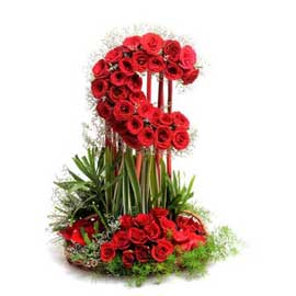 buy half moon roses arrangement same day delivery in kanpur