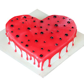 Gift half kg vanilla heart cake online delivery @ kanpurgifts.com