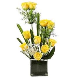 buy yellow roses vase arrangement 24 hrs delivery in Kanpur